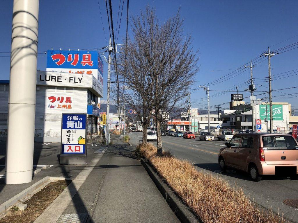 20号を曲がった先、昭和通りに入ると左手に「つり具屋さん」が見える