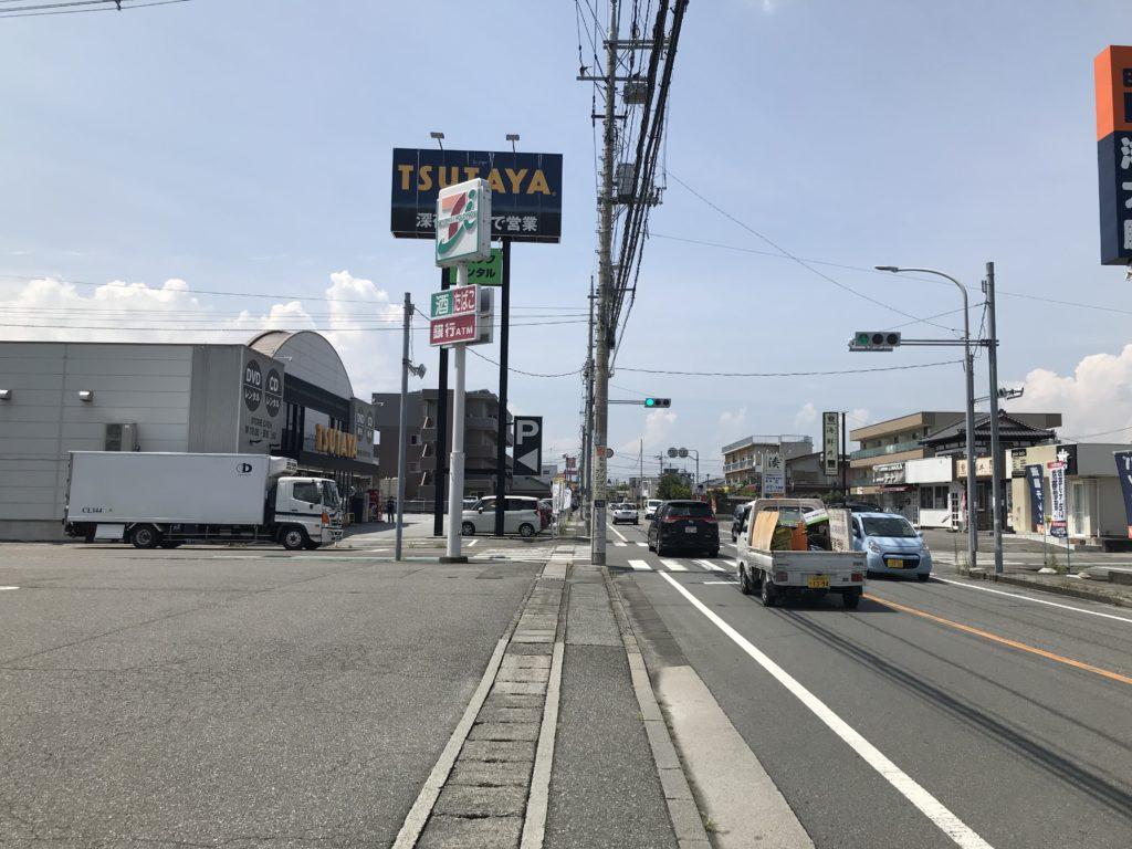 TSUTAYA、セブンイレブンの交差点