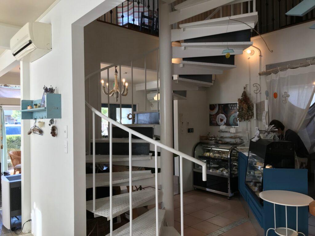 Cafe cotogoto(カフェコトゴト)の店内 螺旋階段