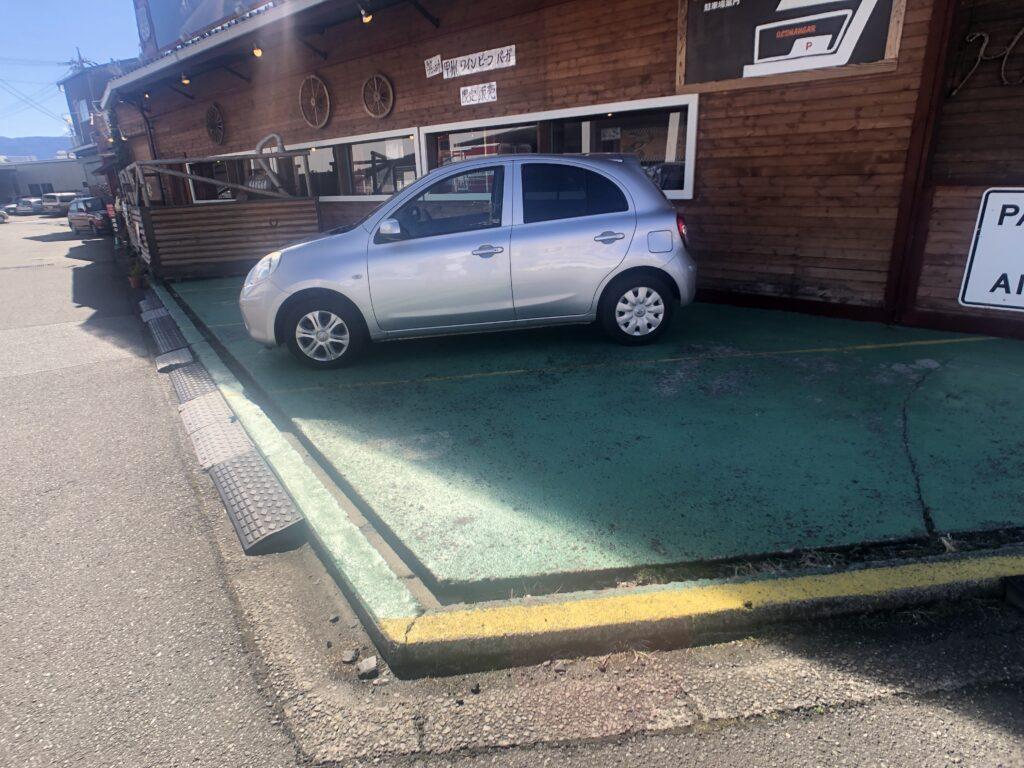 オールドハンガー 駐車場