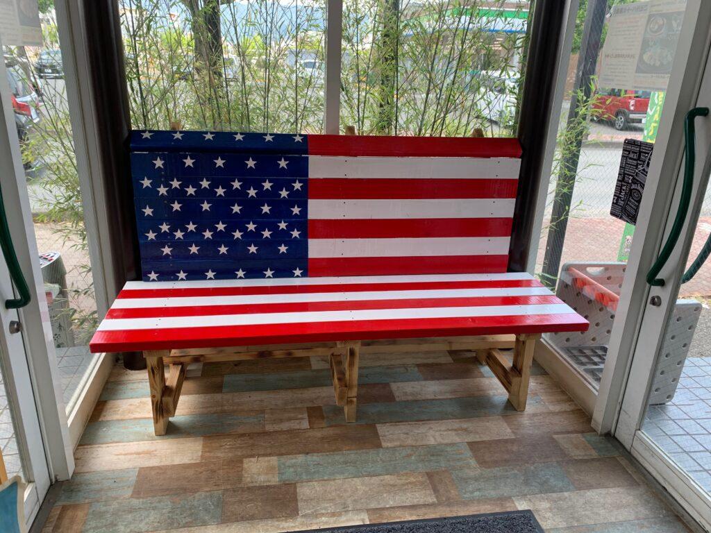 星条旗のベンチ