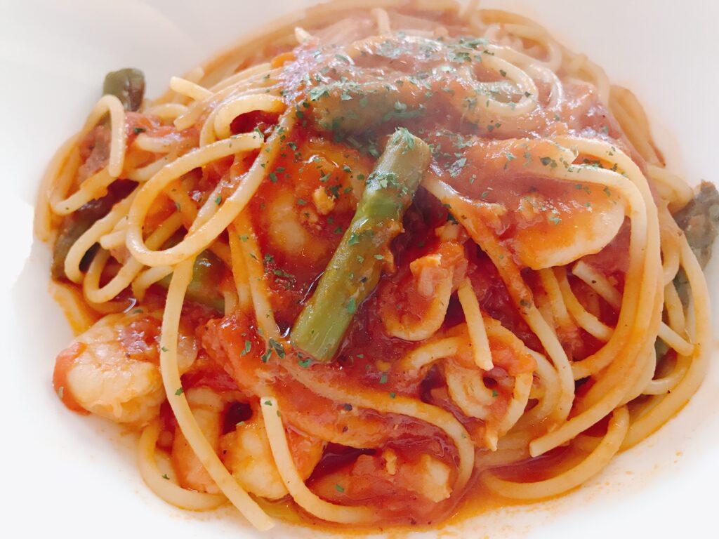 海老とアスパラガスのトマトソースパスタ